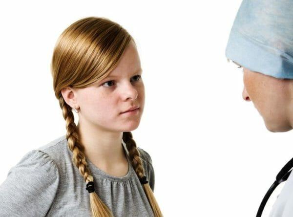 Девочка и врач