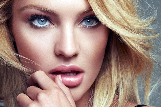 Большие губы блондинка