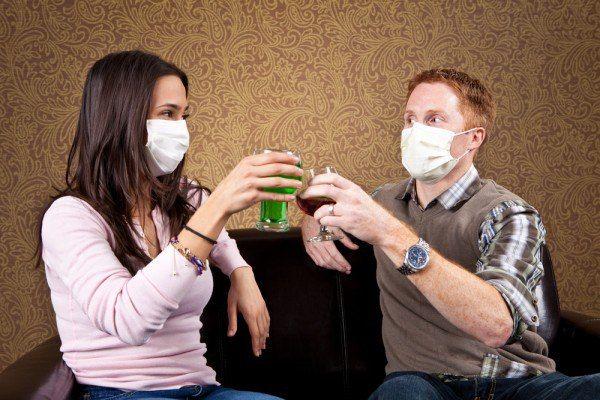 Люди в масках от заражения