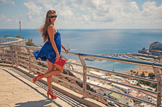 сочетания макияжа и синего платья