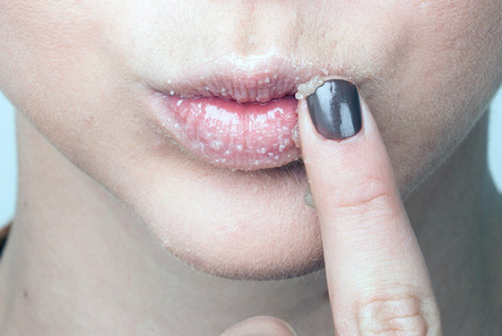 Маска-пилинг для губ