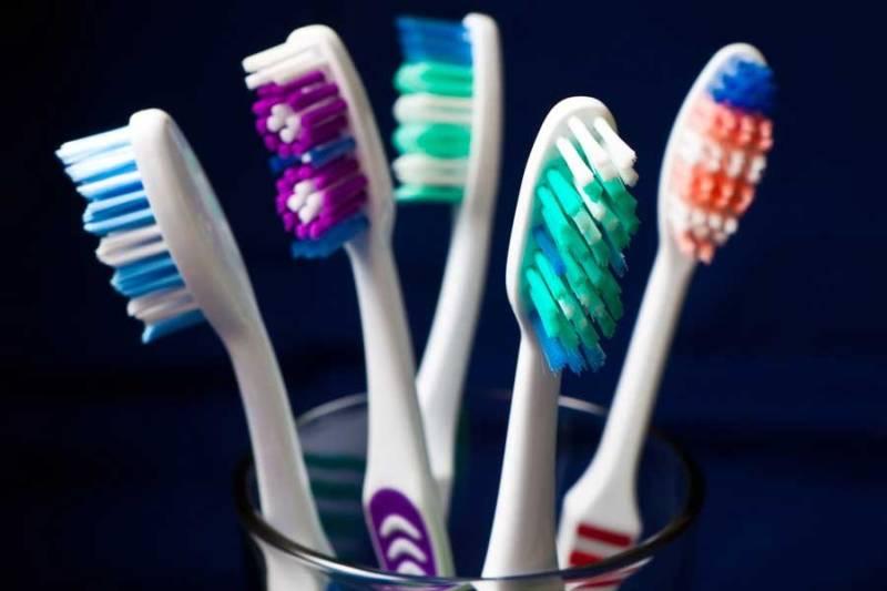 Разноцветные зубные щетки