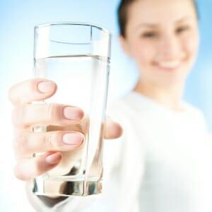 Девушка с водой