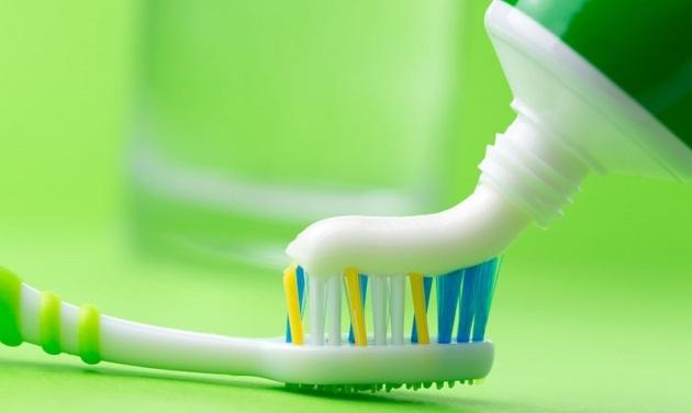 Зубная щетка и паста